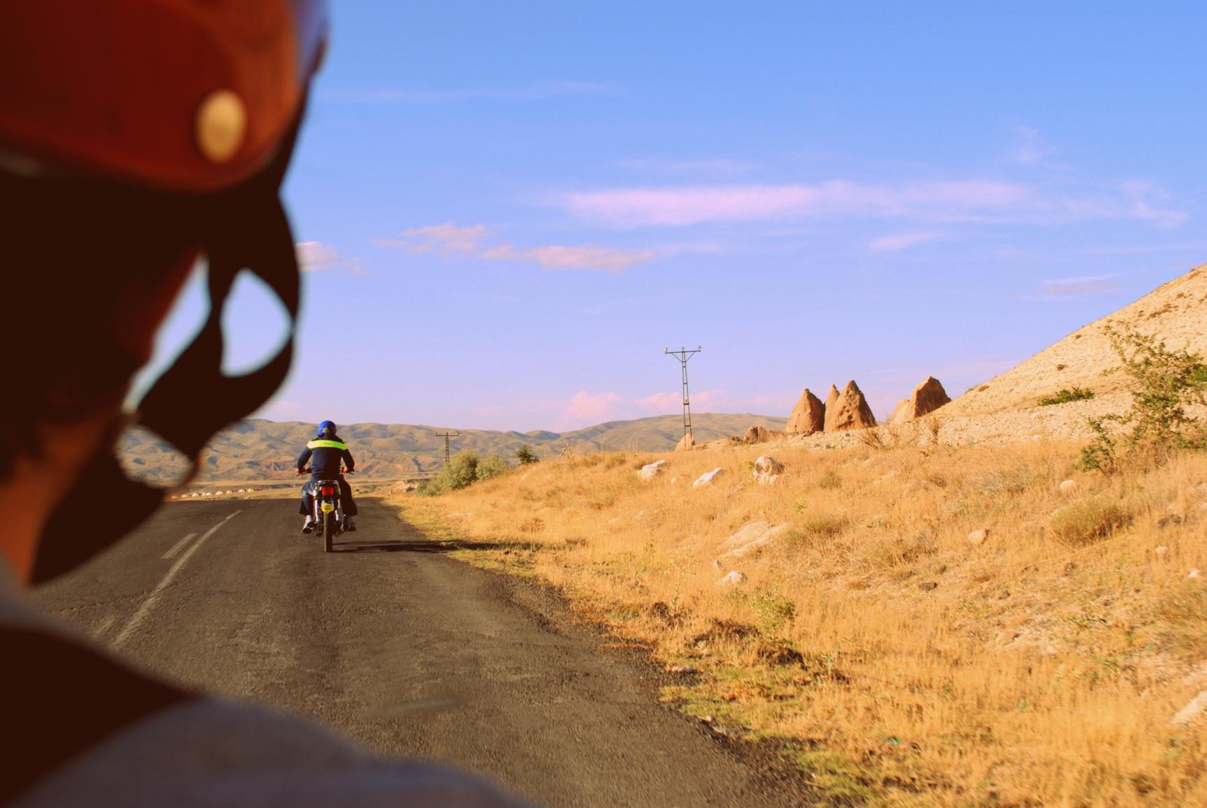 De camino al Valle de Devrent, sobre cuatro ruedas. Capadocia 2014.