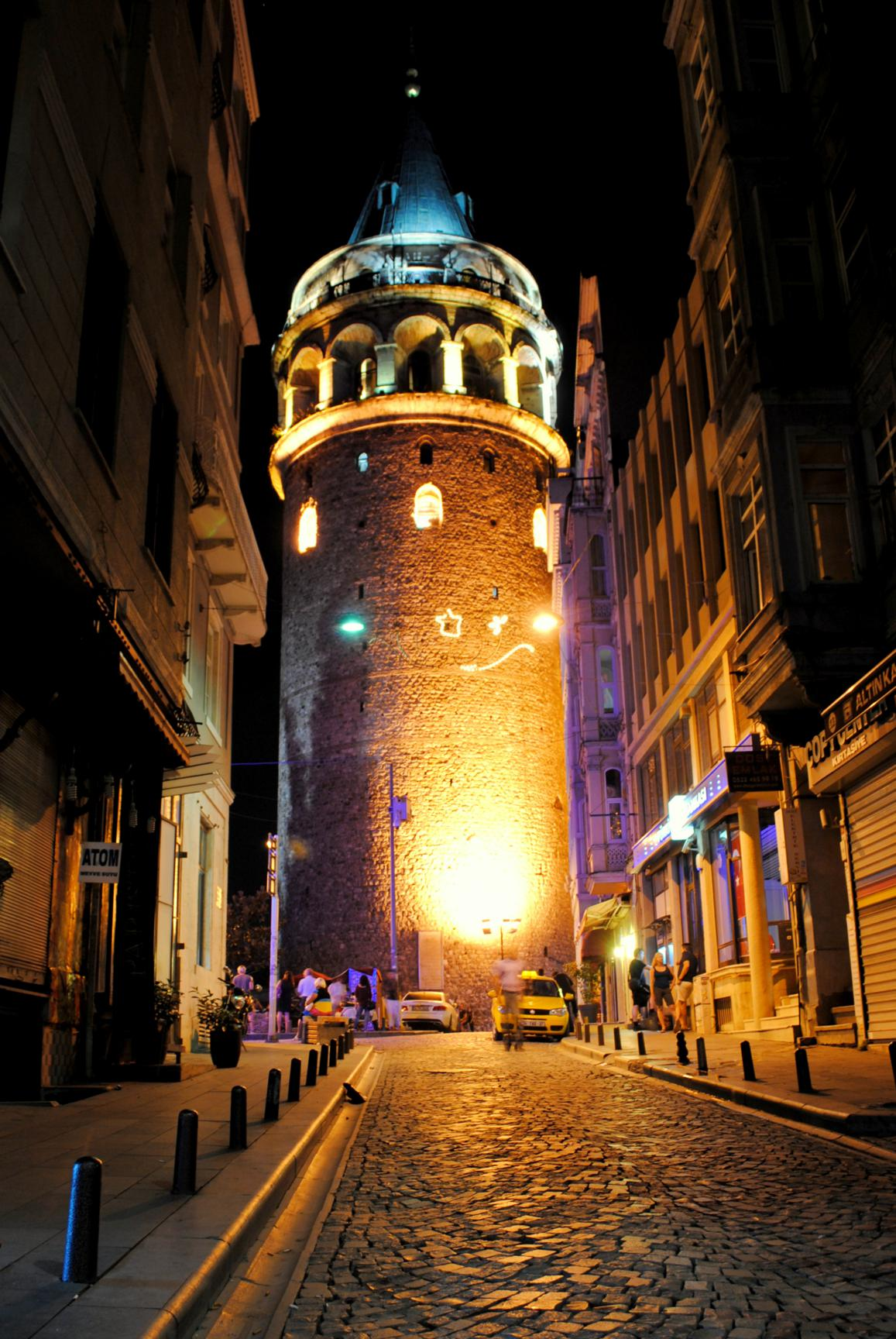 torre-galata-noche-1