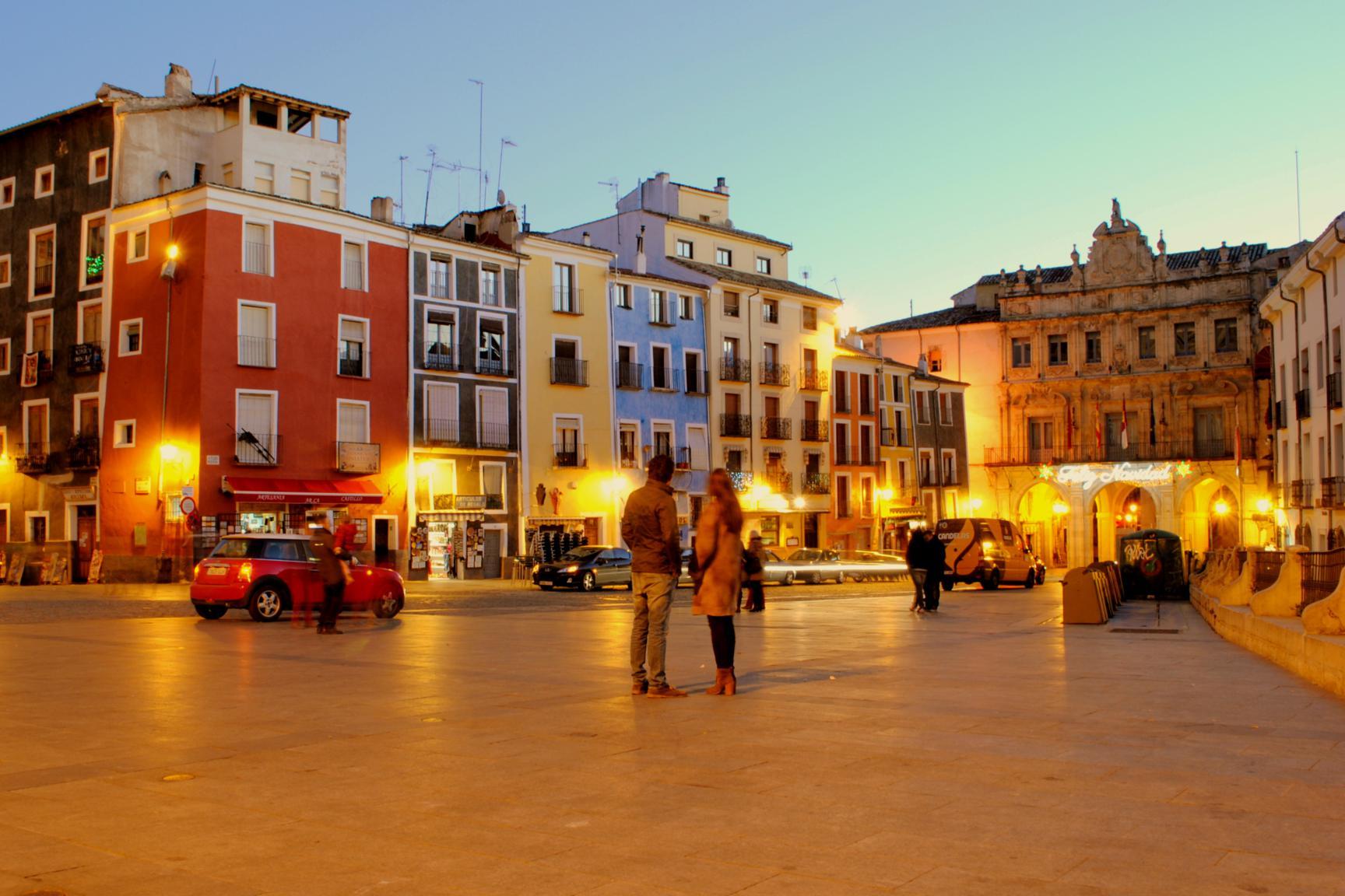 plaza-mayor-cuenca-noche