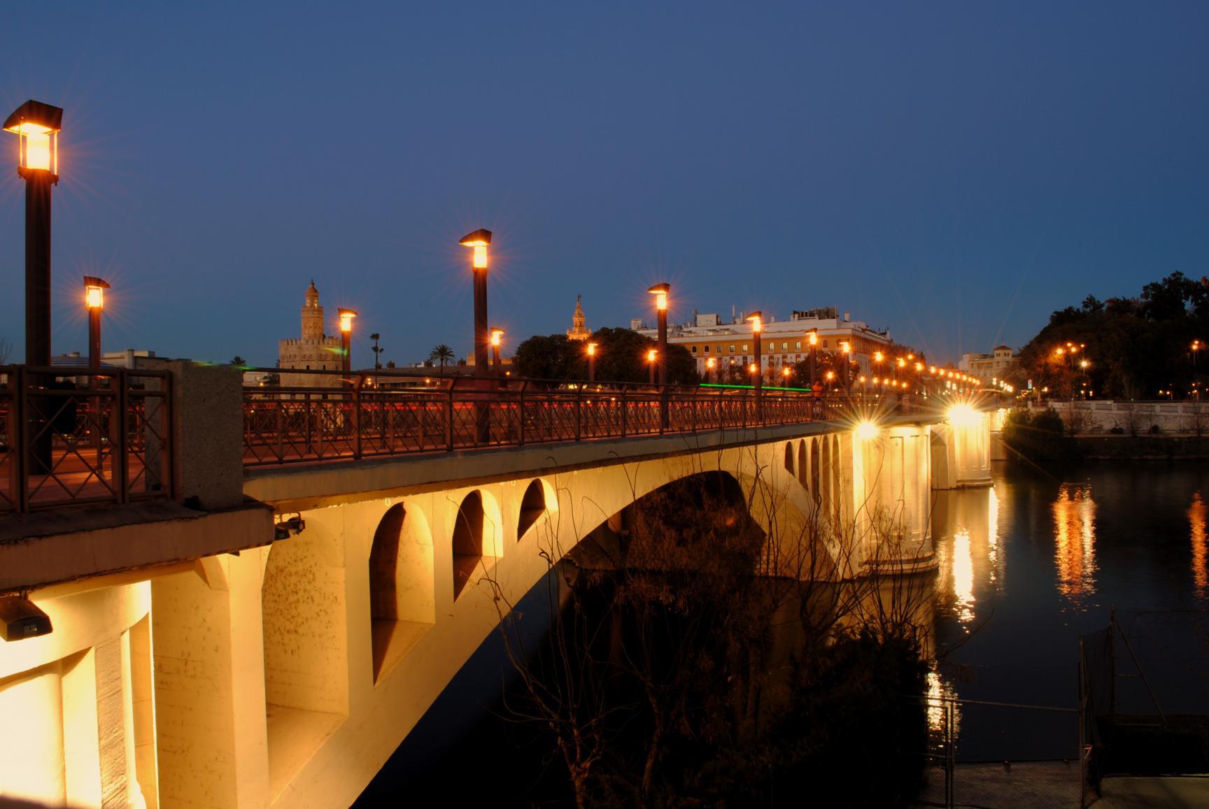 que-ver-sevilla-guadalquivir-puente-san-telmo