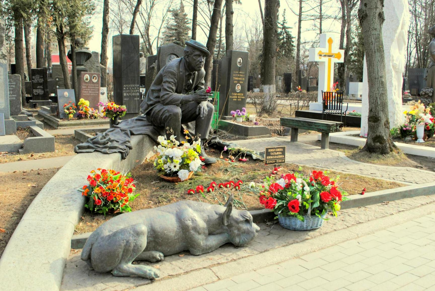 Alegre sepultura de Yuri Nikulin. Cementerio Novodevichy. Moscú 2015.