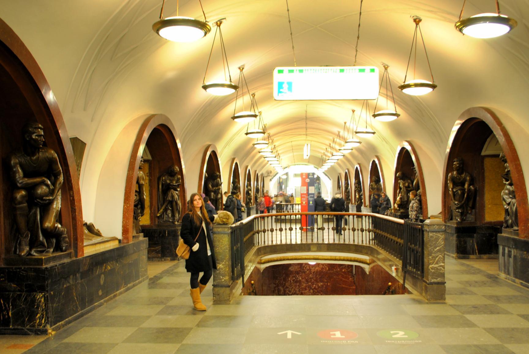 metro-moscu-ploschad-revolutsii