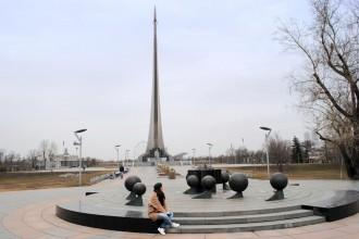 Monumento a los Conquistadores del Espacio, en VDNKh. Moscú 2015.