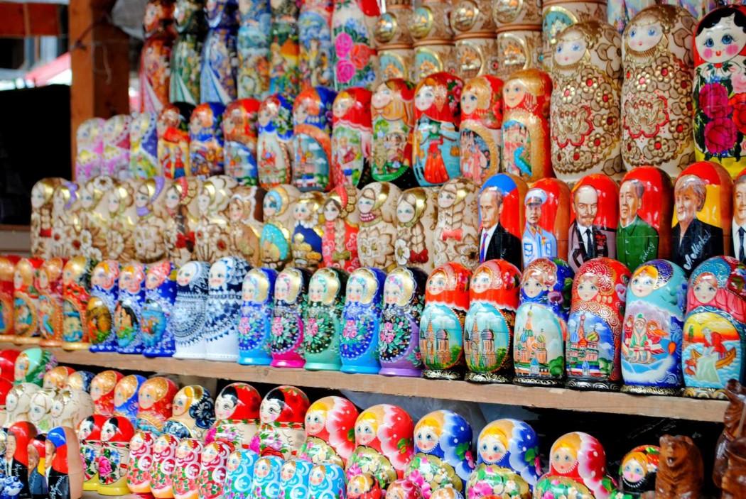 Matrioshkas rusas en el Mercado Izmailovo. Moscú 2015.
