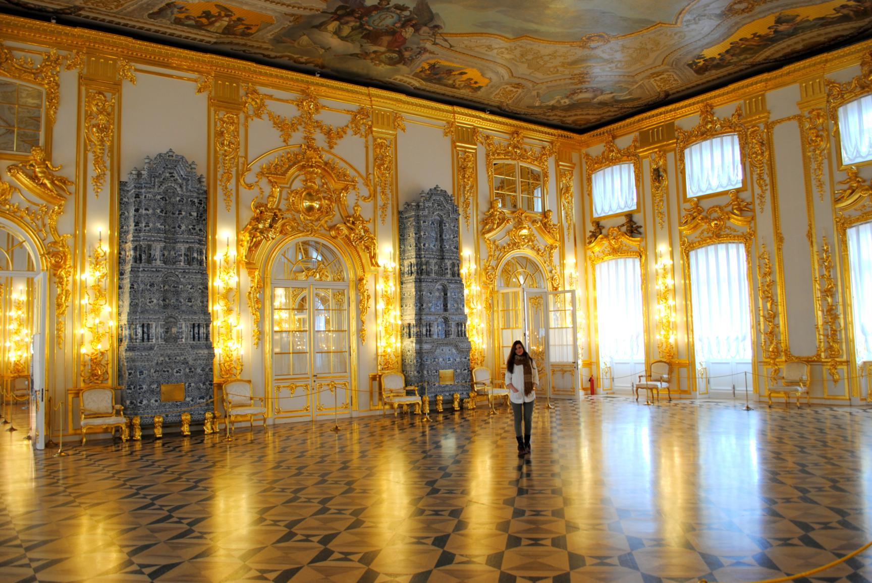 Antecámara y hornos de porcelana holandesa. Palacio de Catalina. Rusia 2015