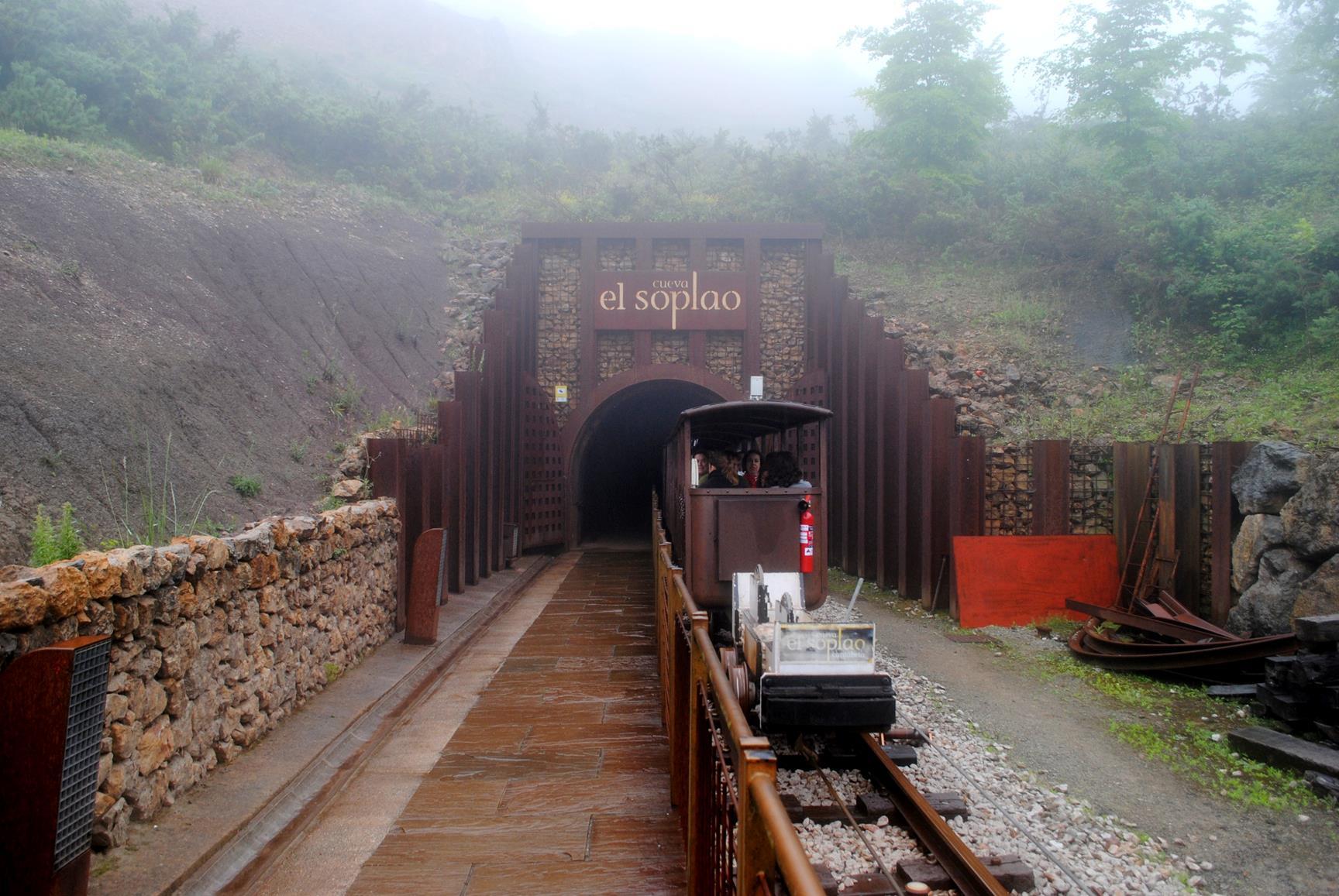 cueva-soplao-tren-minero