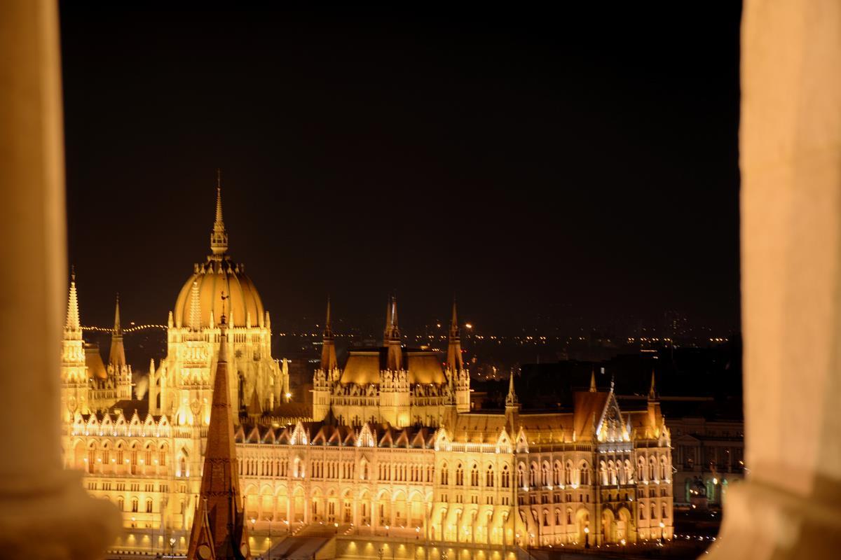 que-ver-budapest-bastion-pescadores-noche-1