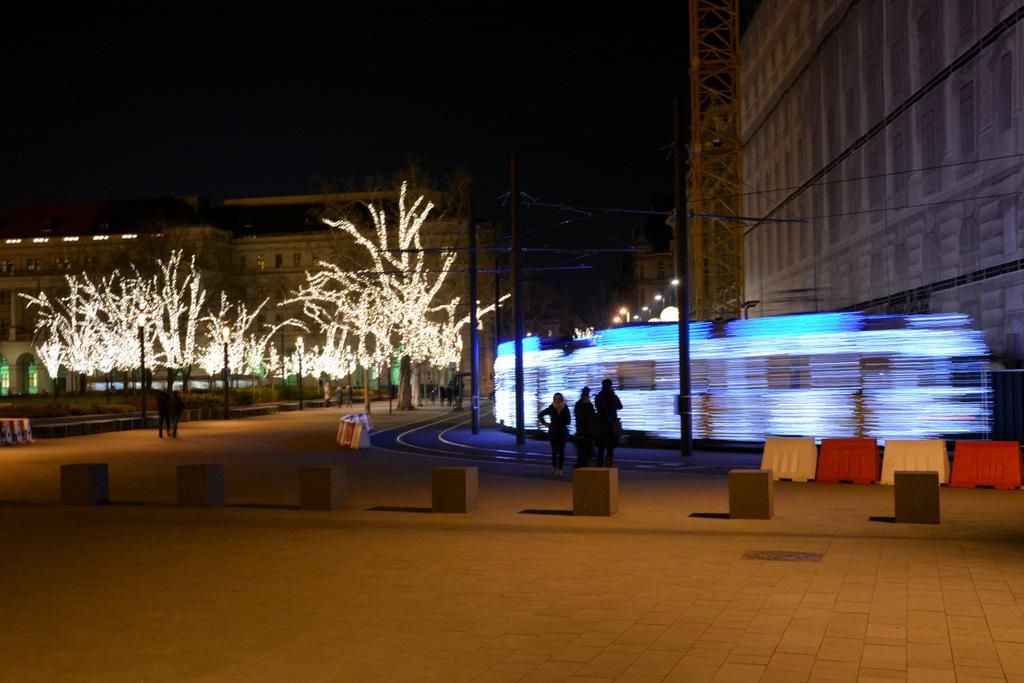 que-ver-budapest-tranvia-iluminado-led-1
