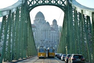 Puente de la Libertad, al fondo, Hotel Gellért. Budapest, 2016.