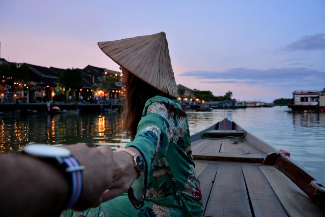 Siendo un poco románticos en la preciosa Hoi An. Vietnam, 2017