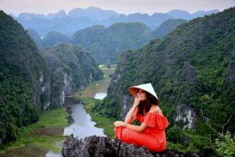 En la cumbre de Ninh Binh, un paraje de película. Vietnam, 2017.