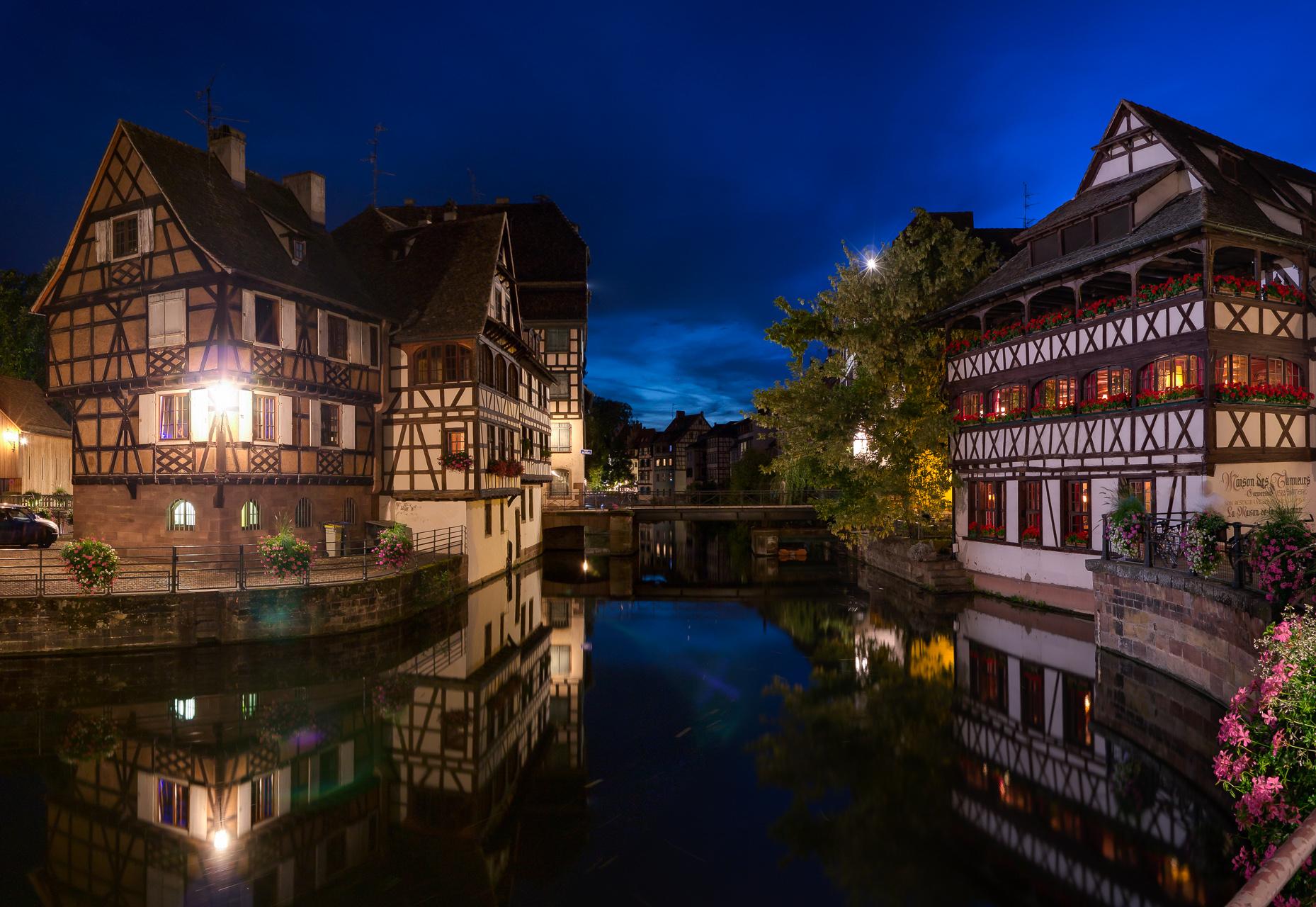 La_Petit_France_at_night_Strasbourg_France