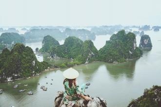 Cuando tienes una de las Siete Maravillas Naturales del Mundo a tus pies...Vietnam, 2017.