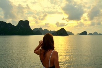 Atardecer en la Bahía de Halong. Vietnam, 2017