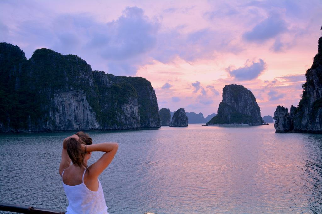 Cuando cae el sol en la Bahía de Halong y todo es magia. Vietnam, 2017