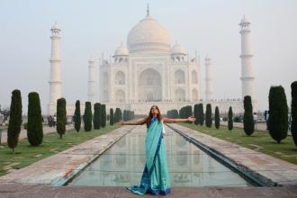 Abrazando una maravilla del Mundo. India, 2018.